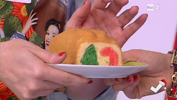 torta con cuore a forma di albero di Natale