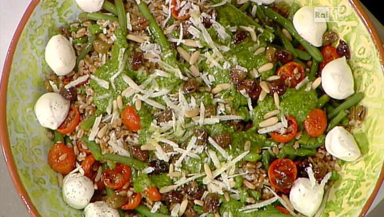 insalata di farro pesto e pomodorini