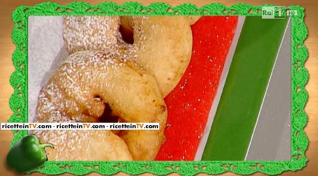 frittelle di mele con salsa alle fragole