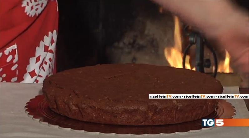 torta delle feste al cioccolato e frutta secca