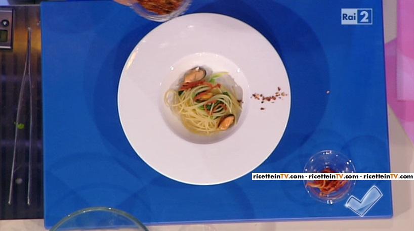 spaghetti con cozze e cime di rapa
