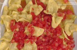 mezzelune di ricotta e mortadella con pomodorini di Alessandra Spisni