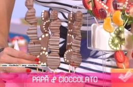 spiedini di frutta e domino al cioccolato