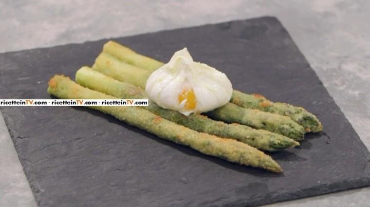 asparagi con uovo pochè