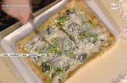 pizza con pizza con pesto fresco fior di latte e basilico di Gino Sorbillo