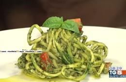 spaghetti con pesto di basilico e pistacchi