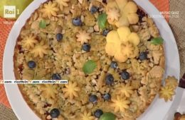 torta di mele e mirtilli con crumble aromatico di Natalia Cattelani