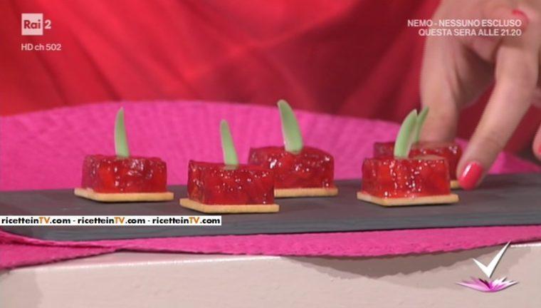 strawberry cubes (cubi di fragole) di Alessandro Servida