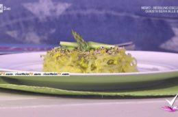 asparagi con tagliatelle shirataki e mimosa di tofu di Paola Galloni
