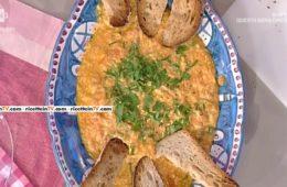 uova strapazzate con pomodoro e cipolla di Anna Moroni