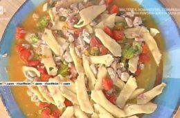 garganelli con fiori di zucchina e dadolata di faraona al bacon di Daniele Persegani