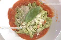tagliatelle al basilico con sugo di pomodoro di Anna Moroni