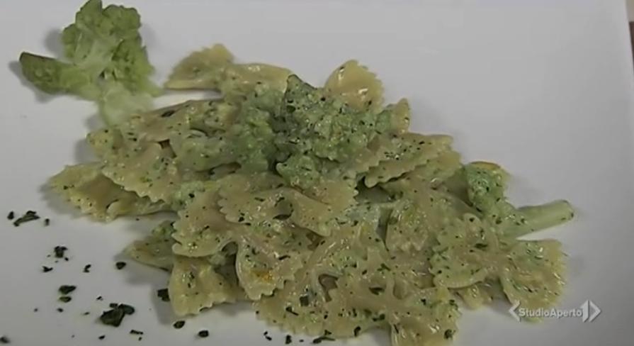 farfalle con broccolo e pesto di pistacchio
