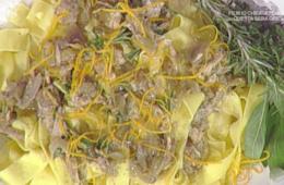 pappardelle con sugo di faraona noci e arancia di Luisanna Messeri