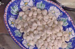 gnocchi di ricotta e noci con salsa ai formaggi di Alessandra Spisni
