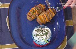 patate Hasselback con prosciutto e panna acida