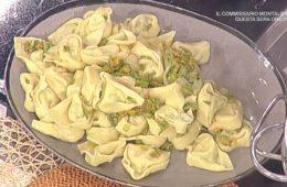 tortelloni con robiola e zucchine con salsa ai fiori di zucca