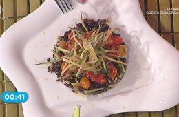 insalata di riso nero venere con pomodorini e zucchine fritte