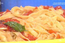 tagliatelle di acciuga con pomodoro e olive di Alessandra Spisni