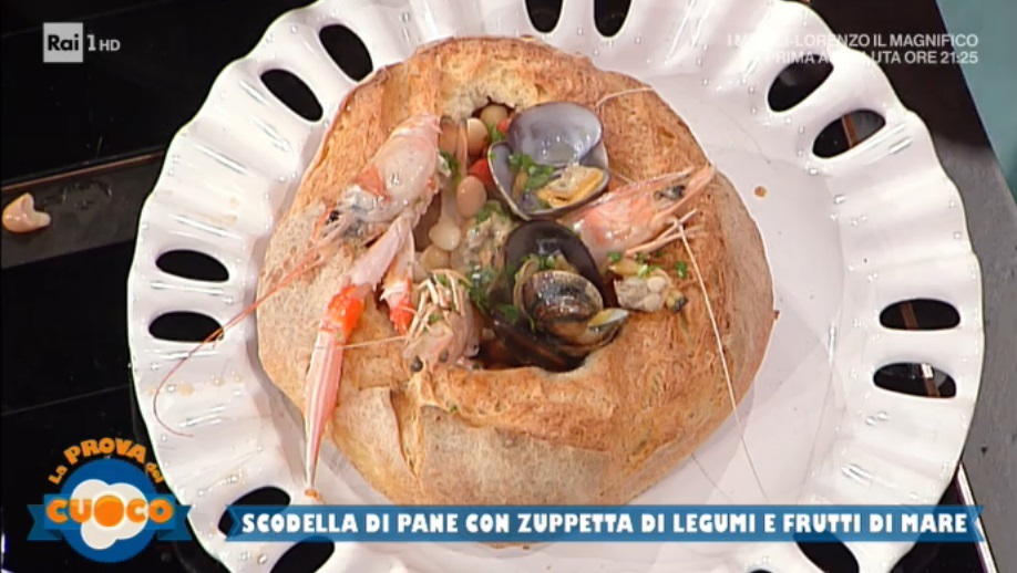 scodella di pane con zuppetta di legumi e pescea di Anna Maria Palma