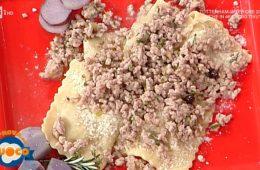 ravioli di patate viola al ragù bianco di Anna Maria Palma