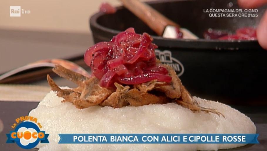 polenta bianca con alici e cipolle rosse di Clara Zani