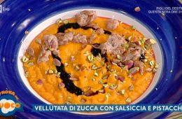 vellutata di zucca con salsiccia e pistacchi di Clara Zani