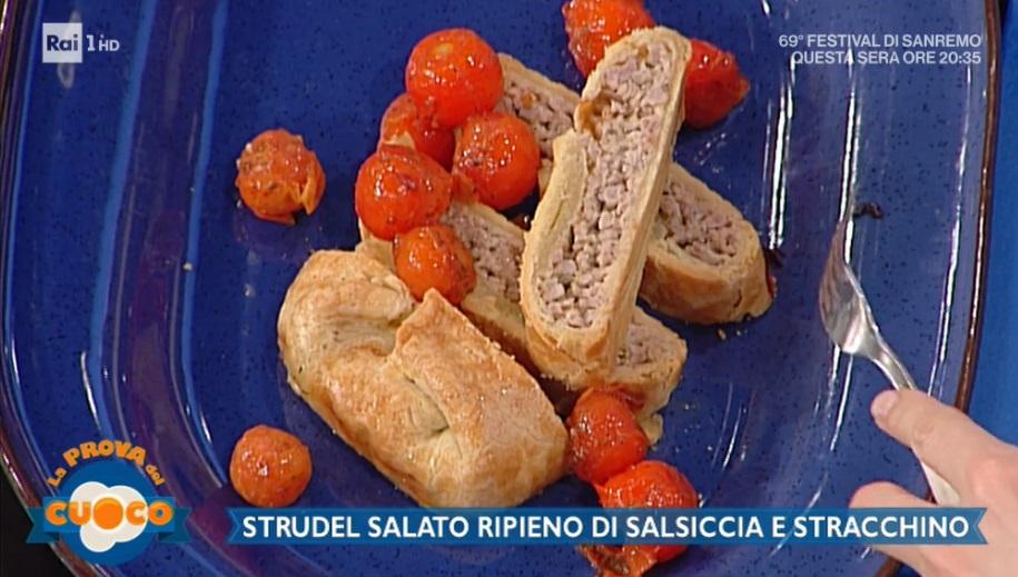 strudel salato ripieno di salsiccia e stracchino di Clara Zani