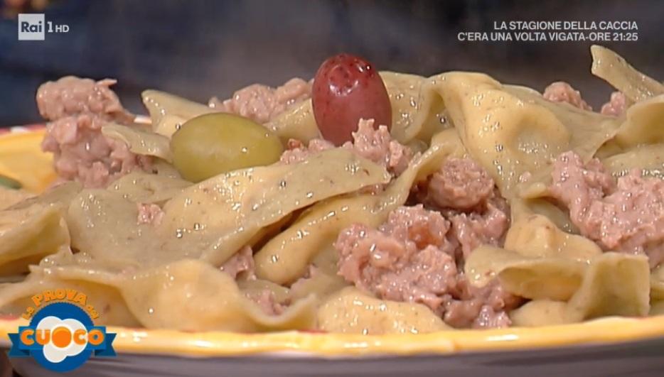 triangoli di pasta alle olive ripieni di patate