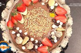 mousse al cioccolato in crosta di nocciole di Natalia Cattelani e Luisanna Messeri