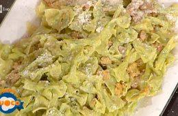 strichetti verdi con salsiccia e zafferano di Alessandra Spisni