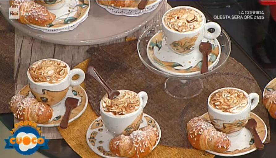 cappuccino in tazza di Sal De Riso