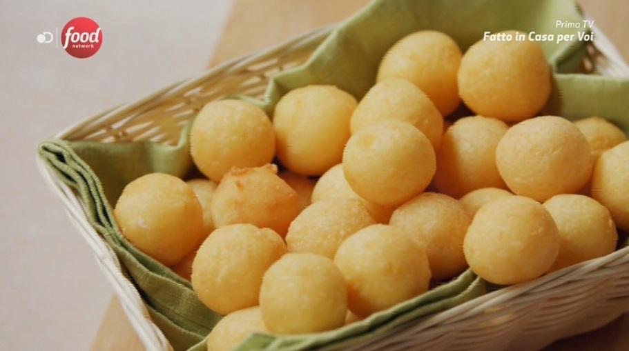 fusi di pollo con palline di patate
