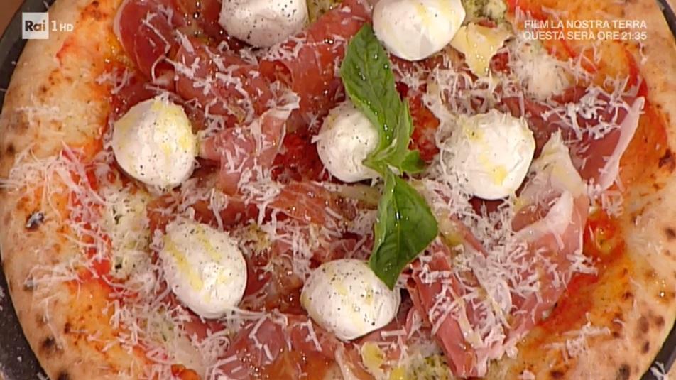 pizza con il cornicione