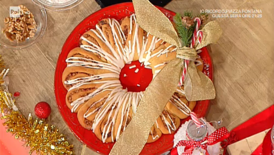 corona di Natale con noci uvetta e cannella di Natalia Cattelani