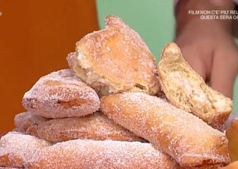 calzoncini fritti ricotta e pera di Sal De Riso