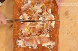 pizza imbottita ricotta e formaggi