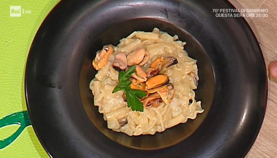 pasta mista con cozze patate e provola