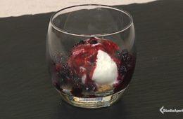 dessert gelato crumble e frutti di bosco
