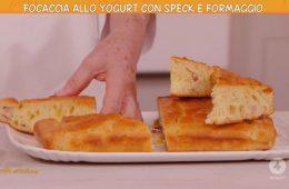 focaccia allo yogurt con speck e formaggio