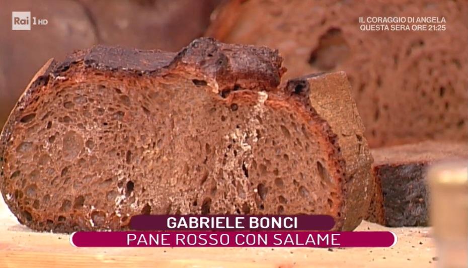 pane rosso con salame