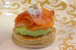blinis con avocado e salmone