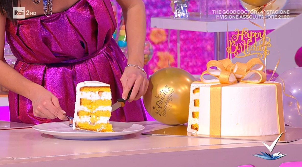 torta regalo di compleanno