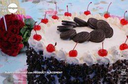 torta di compleanno con biscotti