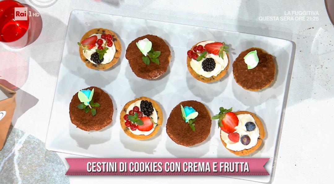 cestini di cookies con crema e frutta  di Sara Brancaccio