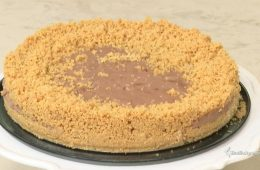 torta briciolata di nocciole senza cottura